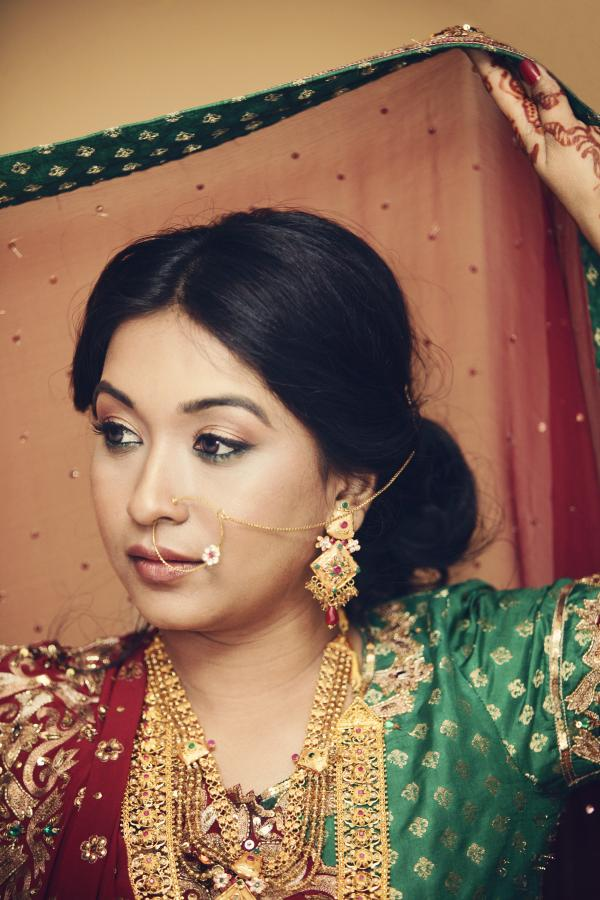 Indian Bridal Hairstyles For Round Face - The simple back bun